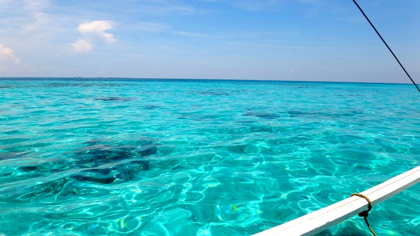 apo-reef-clear-waters-en-route-to-apo-island-sablayan-occidental-mindoro-philippines
